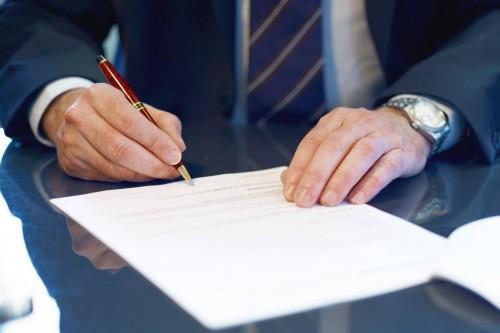 L'associé minoritaire dans la SARL et inscription d'une résolution à une AG